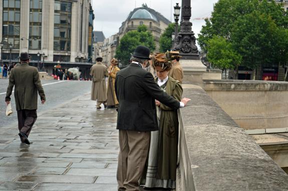 movie extras in Paris