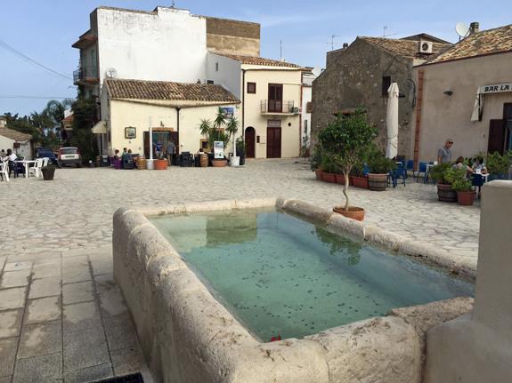 Scopello piazza
