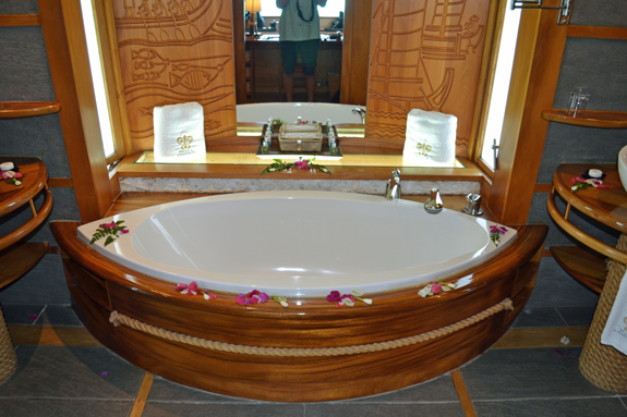 OWB bathtub on Tahaa